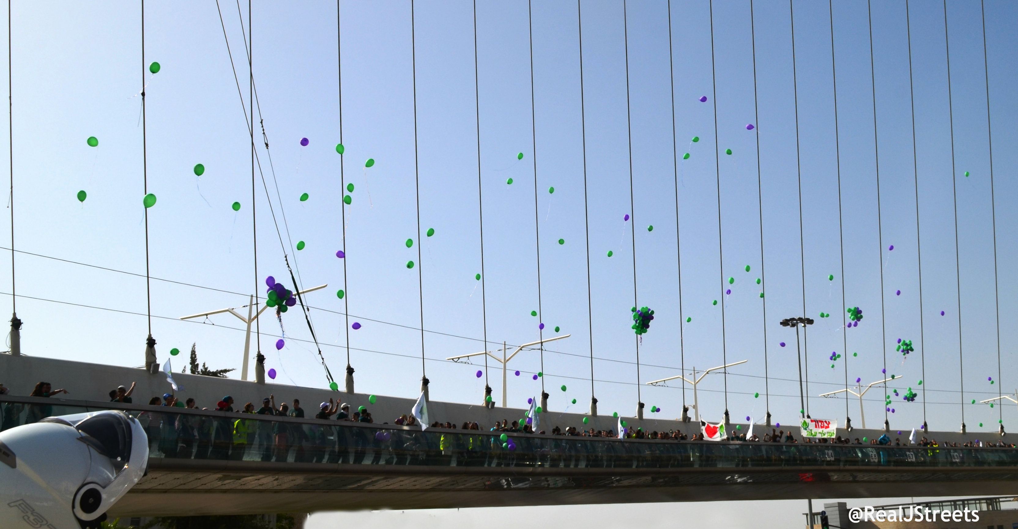 Aleh school releases balloons on Chord bridge