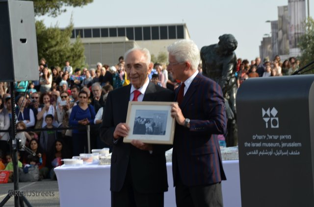 Shimon Peres and Jams Snyder at Israel Museum