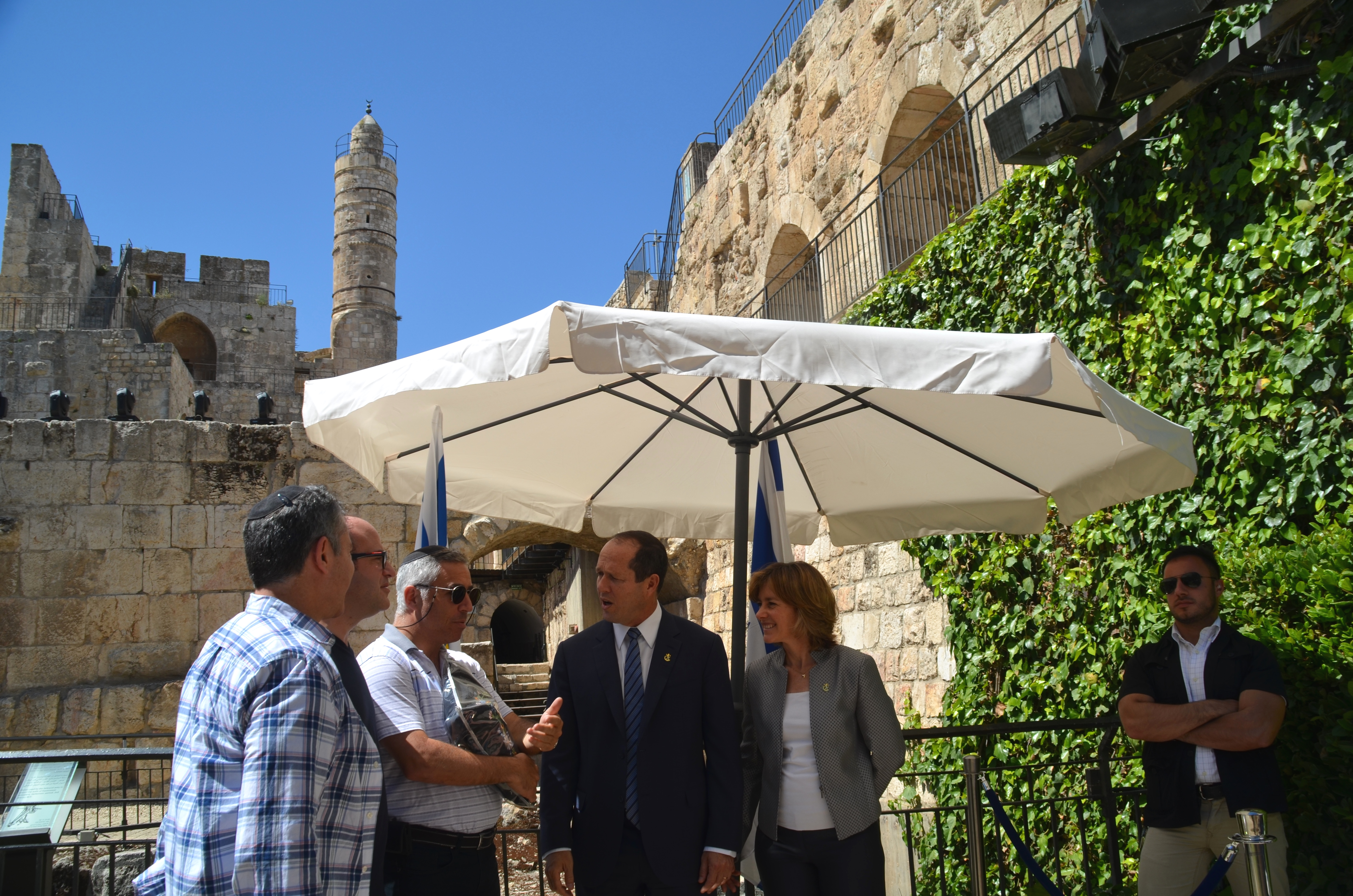 Jerusalem mayor welcomes  people on Jerusalem Daty