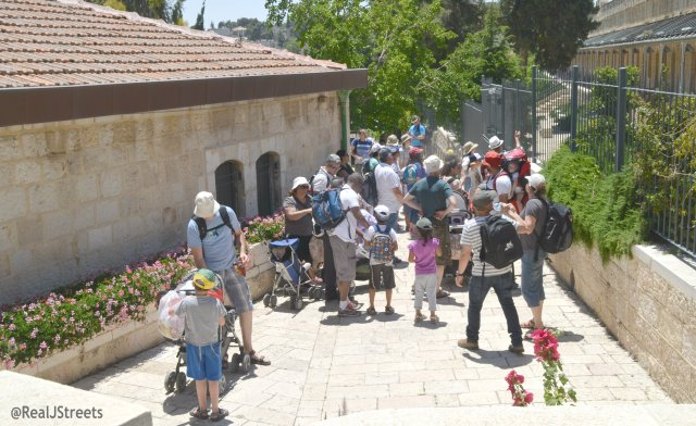 family tours in Yemin Moshe on Jerusalem Day