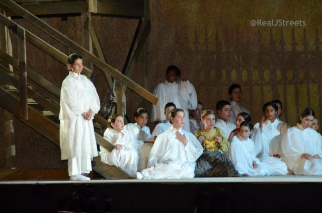 Alter boys in Tosca