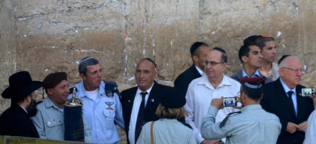 Head of IDF with torah from 1967