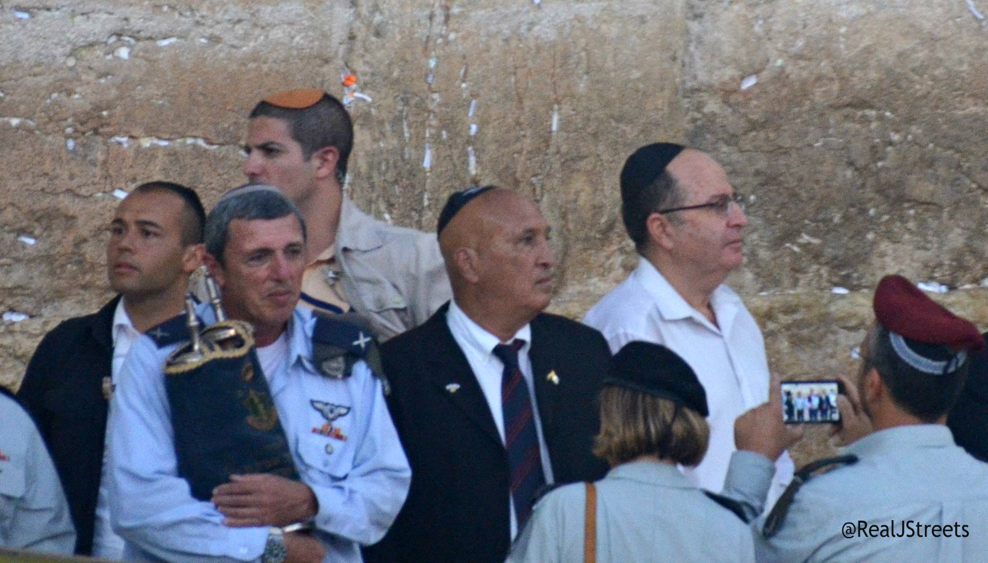 Torah from 1967 returns to western wall