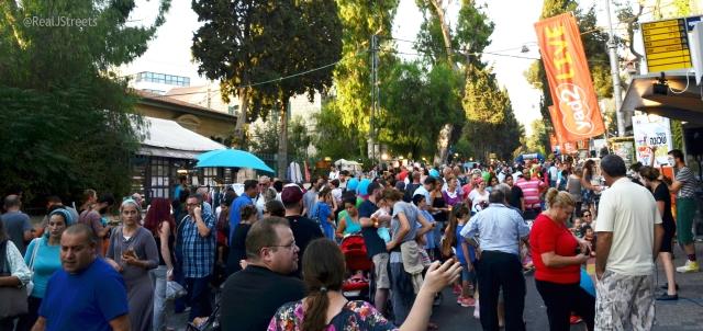 crowd on Emek Refaim