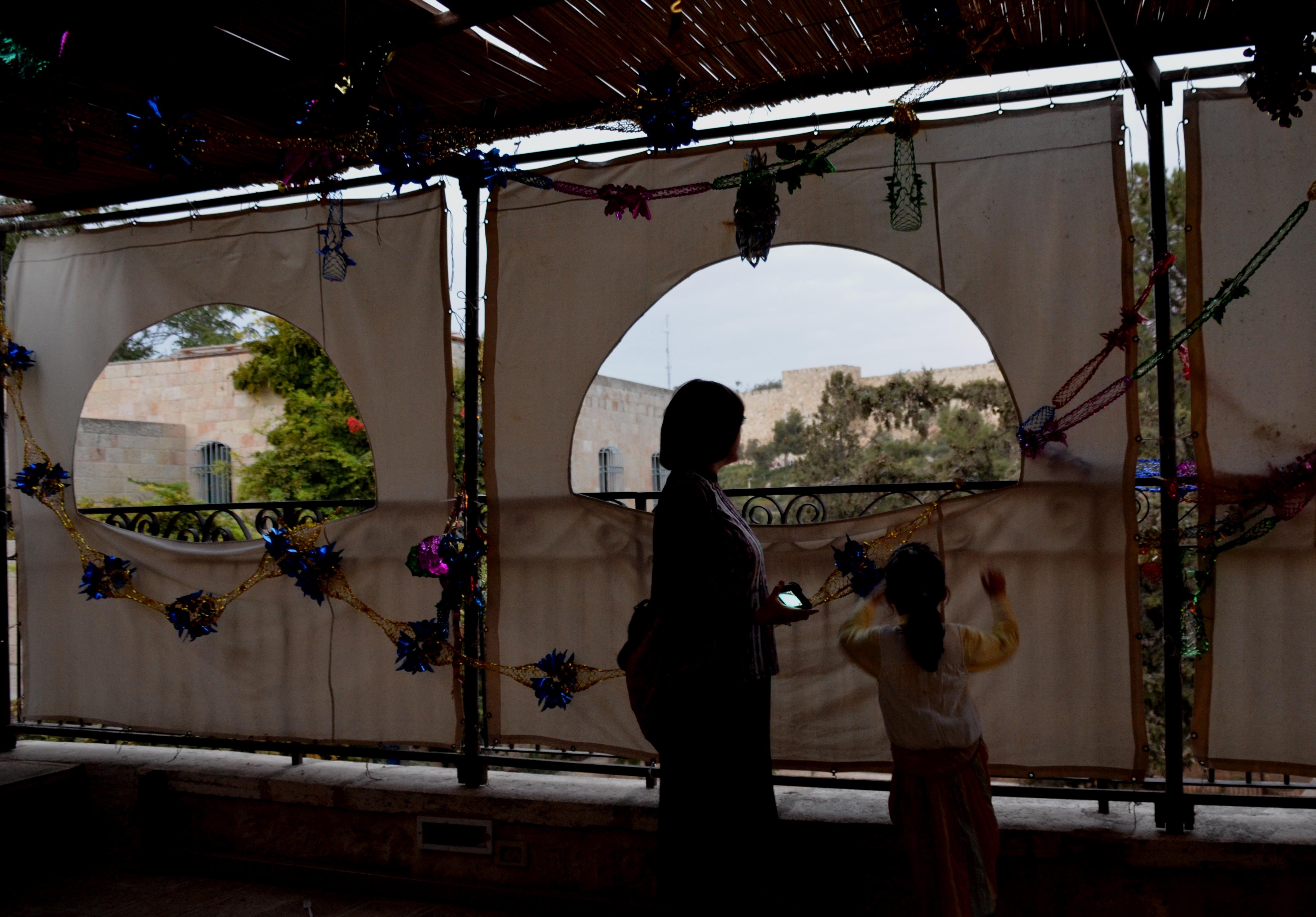 special sukkah decorations