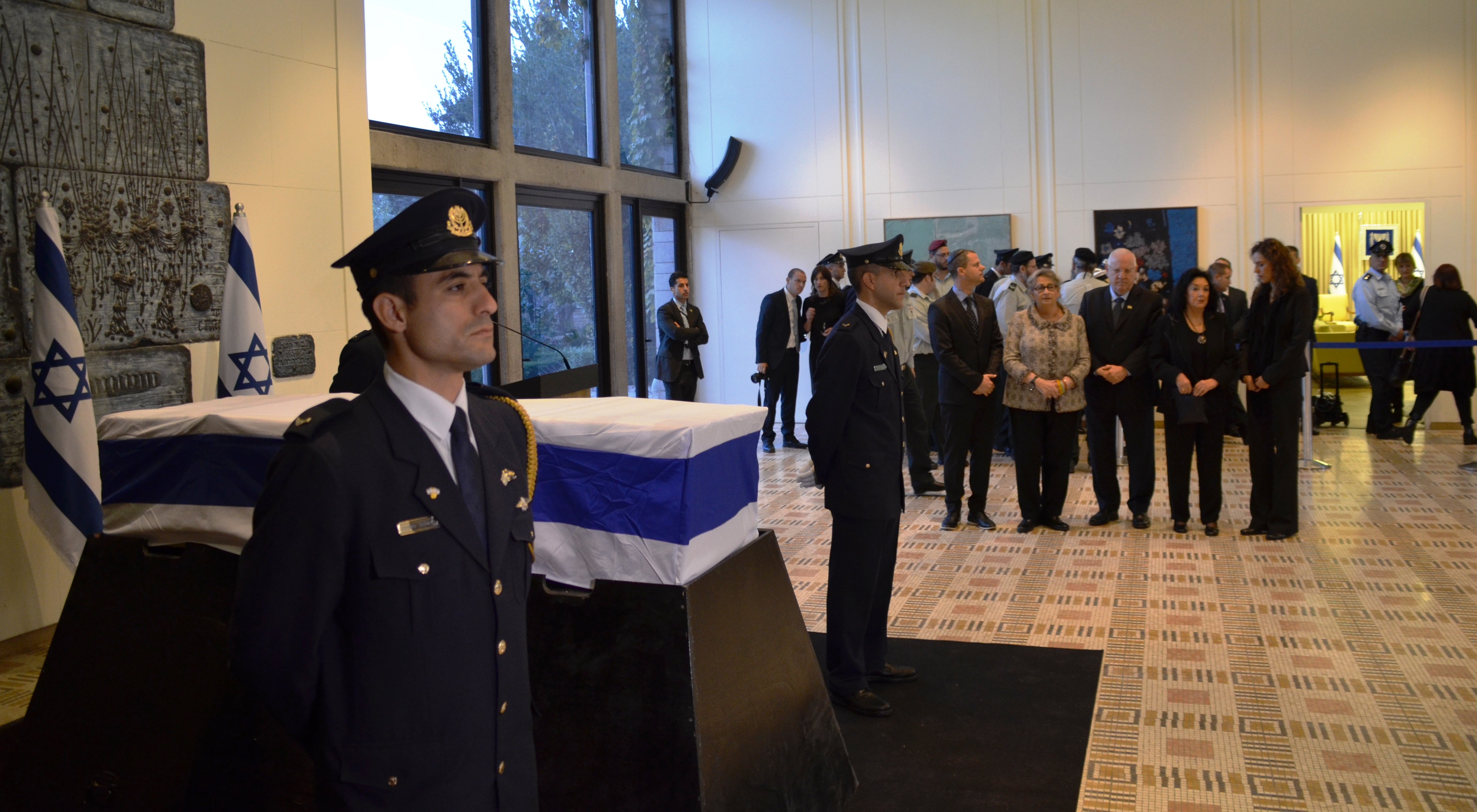 Navon lying in state