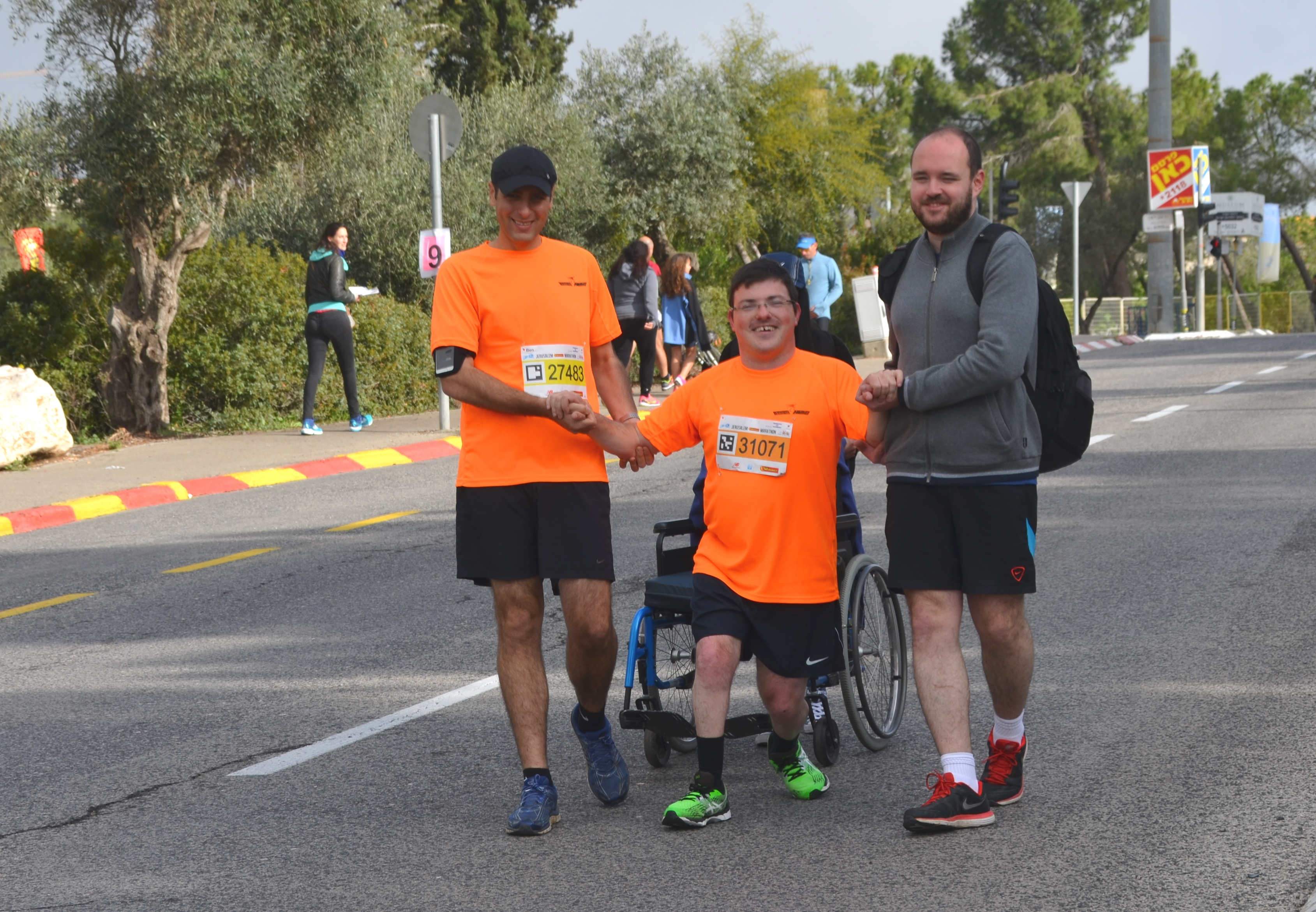 Helping disabled from wheelchair in marathon