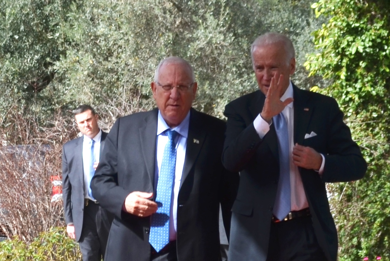 Rivlin and Bedin walk into Beit Hanasi