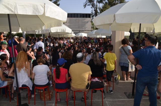 crowd at Israel Museum for Jerusalem children art exhibit
