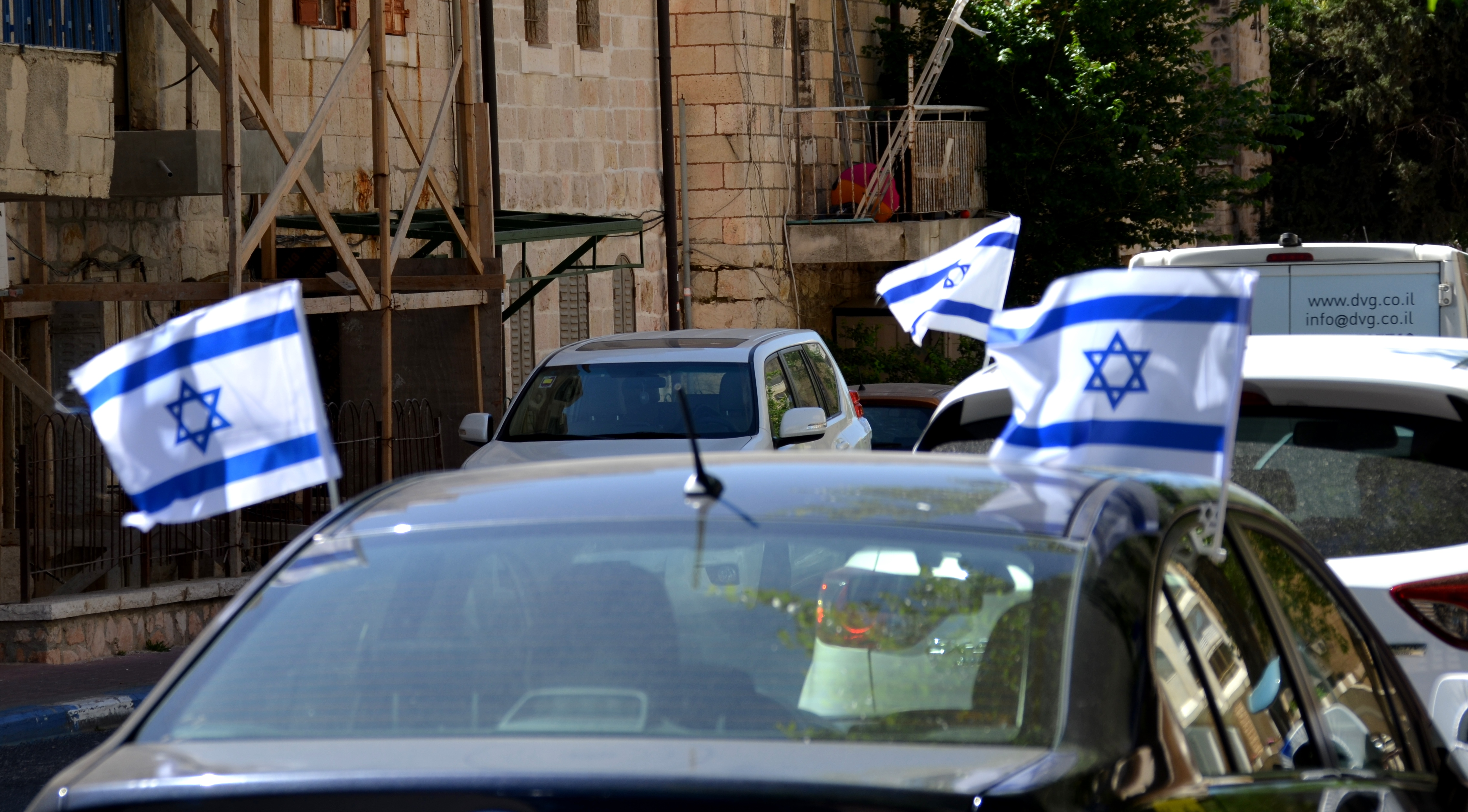 Israeli flags on cars