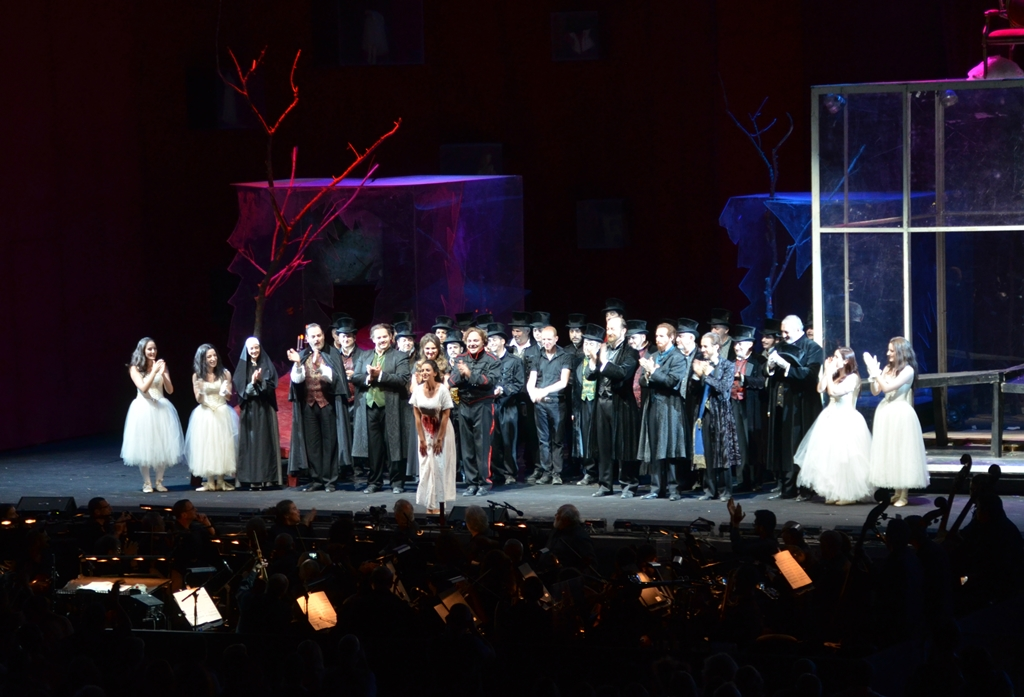 Cst of Rigoletto Jerusalem Opera in Sultan's Pool