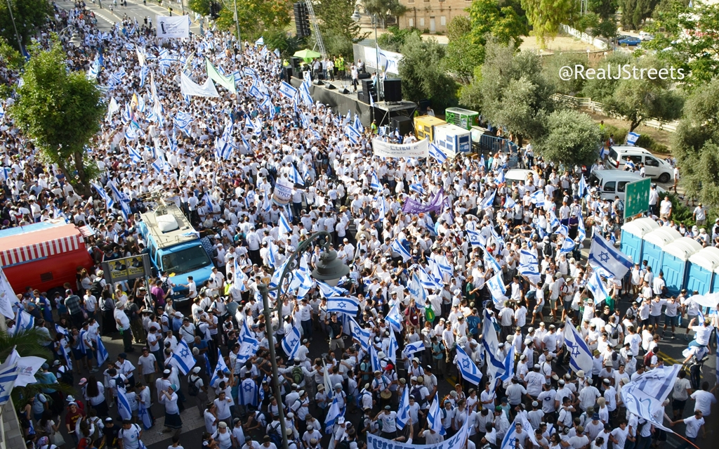 crowd from Hiechel shlomo on Yom Yerushalayim