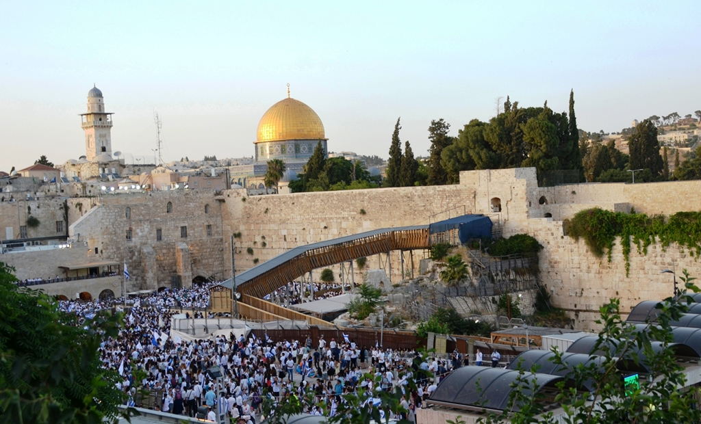 Western Wall on Jerusalem Day Kotel full for Yom Yerushayaim