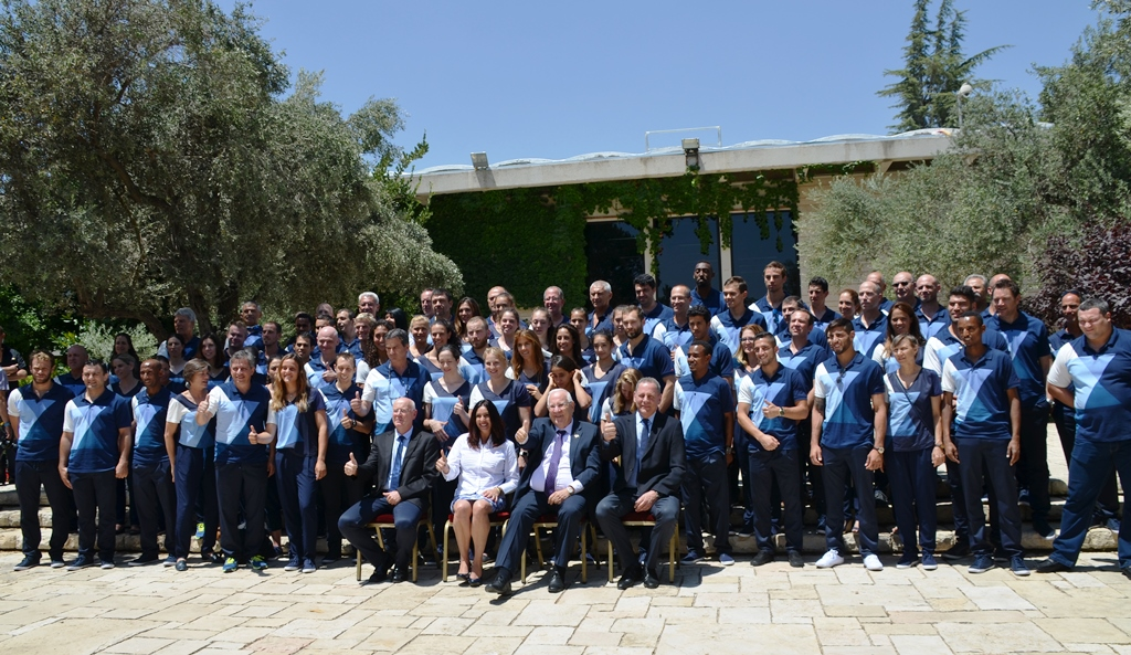 Israeli athletes pose for group photo in garden of Beit Hanasi