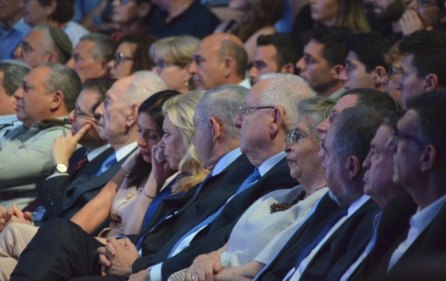 dignitaries at Jerusalem theater for Entebbe 40