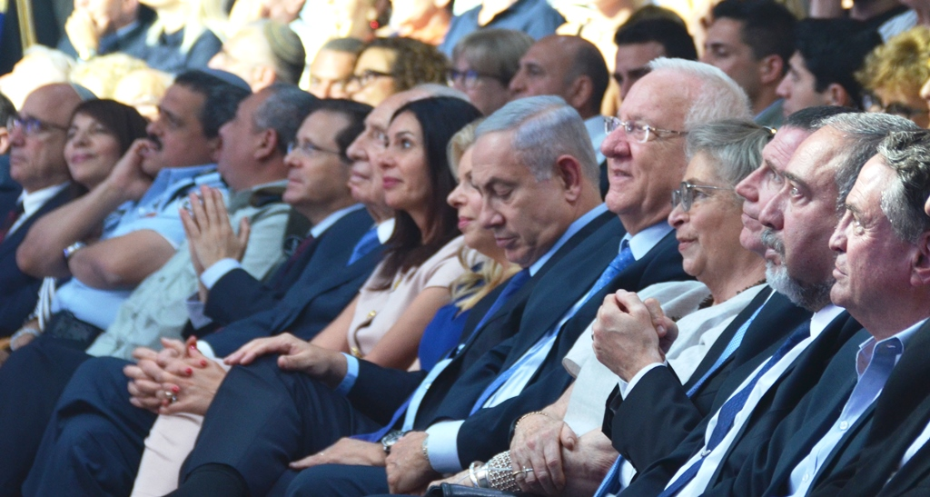 Netanyahu looking at watch at ceremony