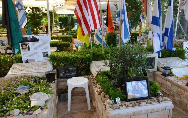 graves at Har Herzl Cemetery