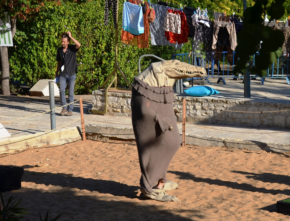 Jerusalem park actor in costume J