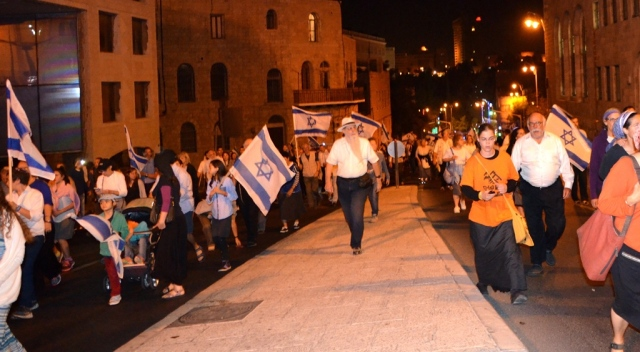 tisha BAv crowd in Jerusalem