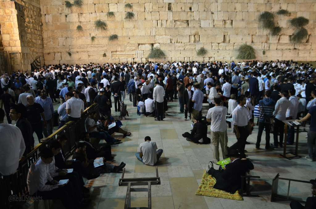 Kotel at night Tisha BAv