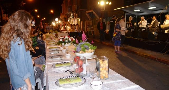 Rosh Hashana table set at EmekRefaim street fair